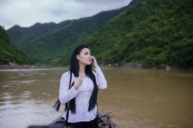 Là người con gái Hà Tĩnh, sao mai Trần Thụy Miên có lúc bật khóc khi nghĩ về quê hương miền Trung những ngày mưa lũ hoành hành