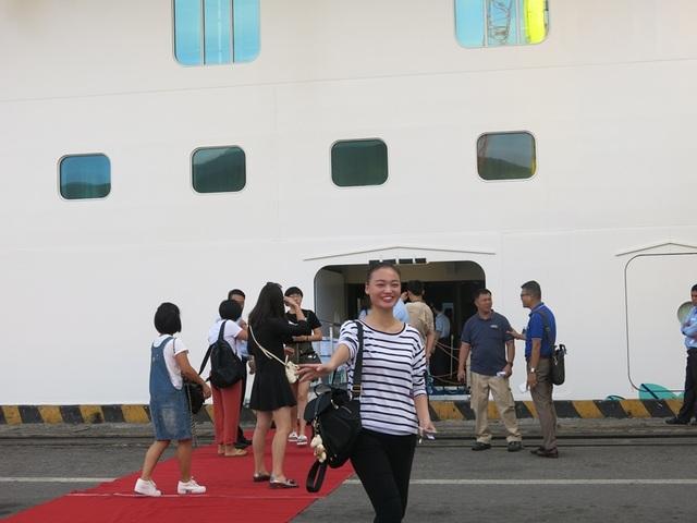 Hơn 4.000 du khách và thuyền viên cùng du thuyền Genting Dream đến Đà Nẵng