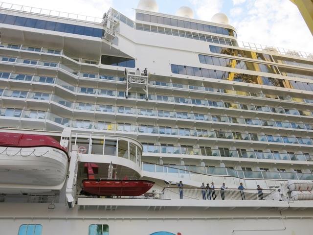 Genting Dream có 18 boong, nặng hơn 151 nghìn tấn, sức chứa hơn 3.400 hành khách cùng 2000 thuyền viên phục vụ