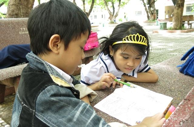 các em học sinh có thể tự do mượn sách ở các tủ sách ngoài trời tại các trường học trên địa bàn TP Đà Nẵng bất cứ khi nào
