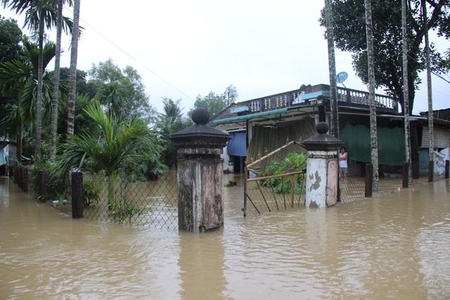 Nhiều khu dân cư ngập trong biển nước