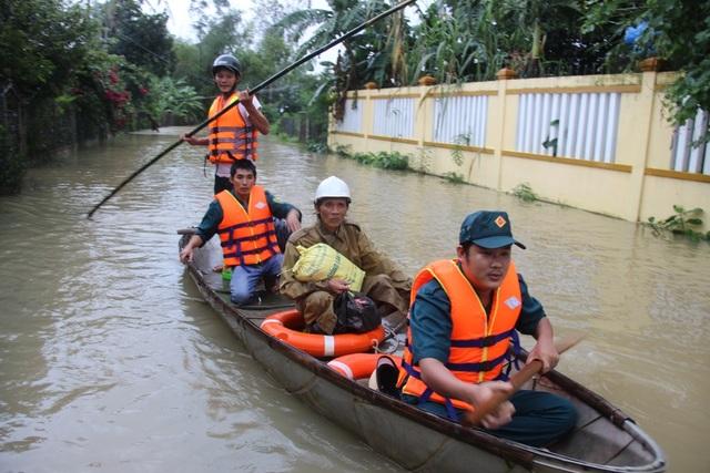 Đến sáng nay 3/12, nhiều khu vực vùng hạ lưu hồ chứa nước Núi Ngang đã bị ngập sâu