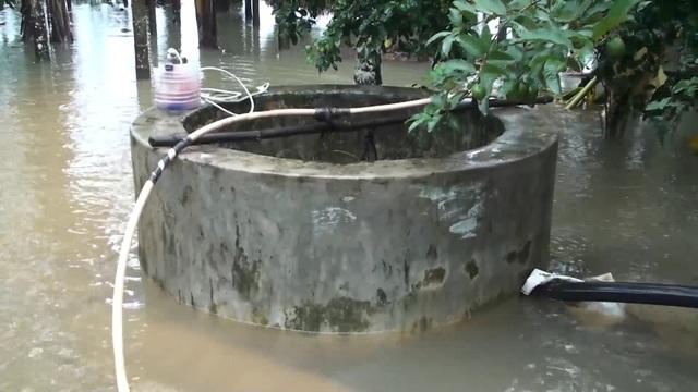 Hầu hết giếng nước ở vùng lũ Quảng Ngãi đều bị ngập trong nước