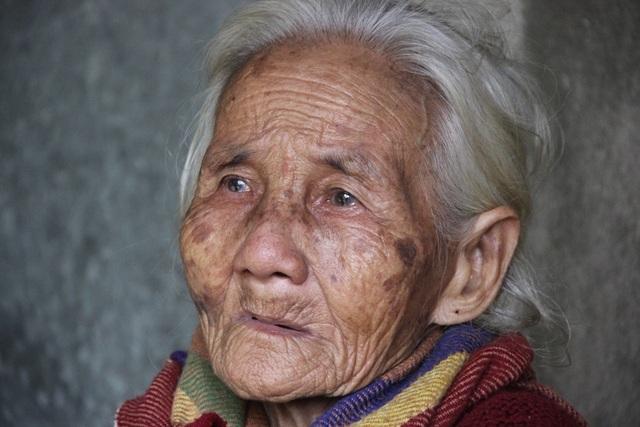 Bà Phú nghẹn ngào khi kể về cuộc đời mình
