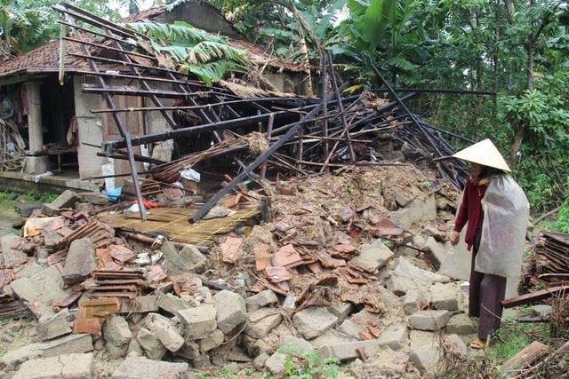 Nửa căn nhà còn lại cũng có thể đổ sập bất cứ lúc nào
