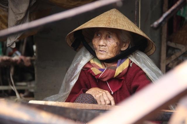 Tâm nguyện cuối đời của bà là có được một căn nhà đủ sức vượt qua gió mưa