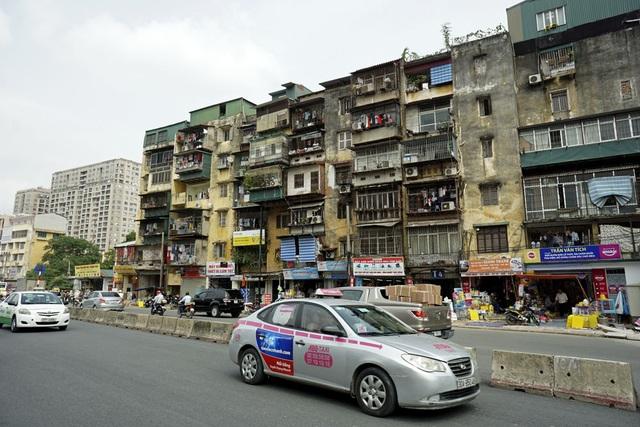 Tòa nhà T4 cũ kỹ Tập thể viện thú y trên đường Trường Chinh. Trước đây khu nhà ở phía trong nhưng nay đã ra mặt tiền khi đường Trường Chinh mở rộng.