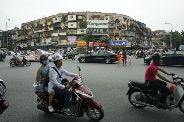 Tòa nhà tập thể A12 Khương Thượng tại vị trí vàng khu vực ngã tư Chùa Bộc - Tôn Thất Tùng.