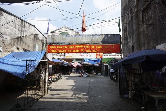 Chợ Khương Đình trên phố Khương Trung (quận Thanh Xuân).