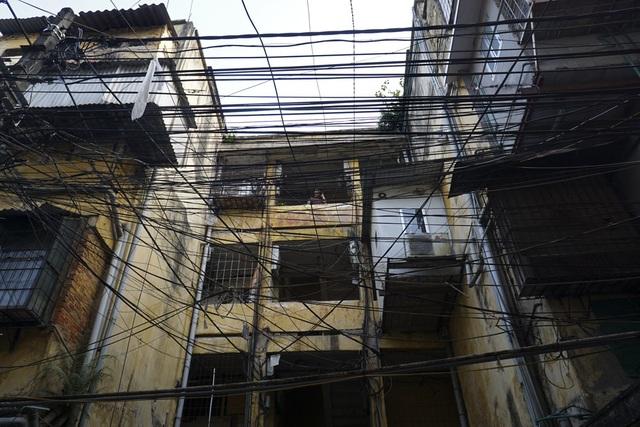 Trong ngõ 156 phố Phương Mai (quận Đống Đa).