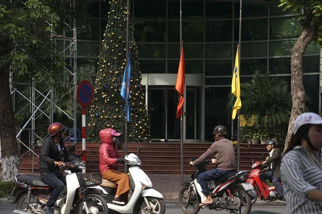 Trên phố Ngô Quyền.