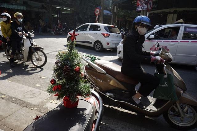 Sắc màu Noel tràn ngập đường phố Hà Nội - 10