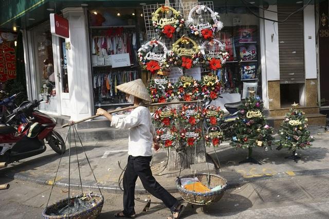 Sắc màu Noel tràn ngập đường phố Hà Nội - 12