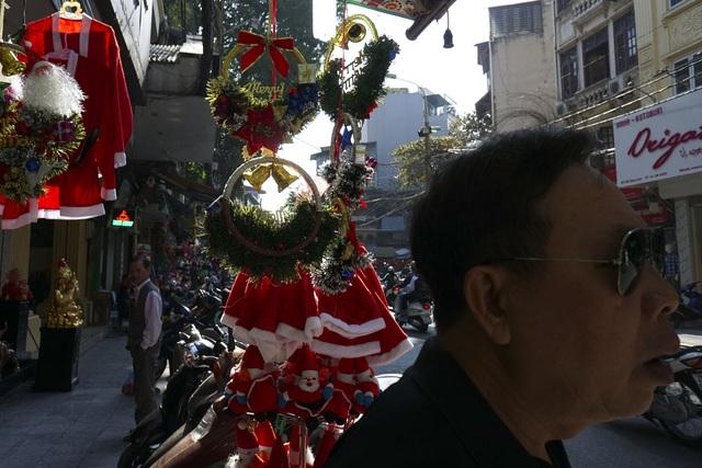 Không khí Noel đã tràn ngập khắp phố phường.