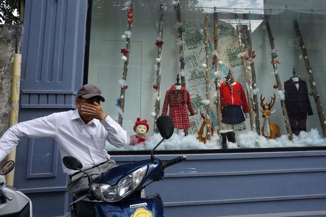 Sắc màu Noel tràn ngập đường phố Hà Nội - 6