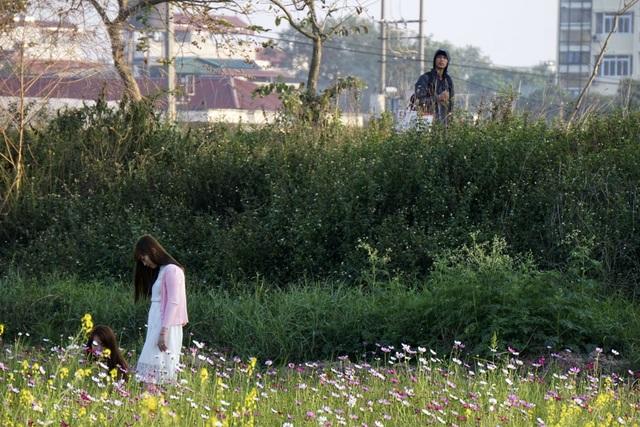 Rộ phong trào chụp ảnh trong vườn hoa cải bát ngát tuyệt đẹp - 9