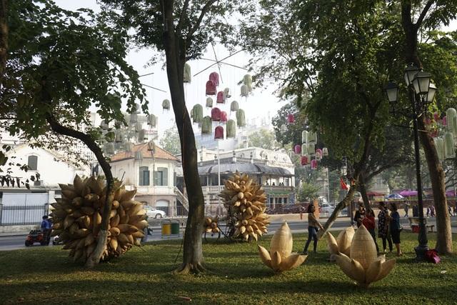 Không gian trưng bày các sản phẩm của làng nghề tren đan Phú Vinh.