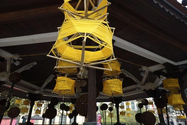 Không gian trưng bày của làng nghề dệt lụa Vạn Phúc.  Triển lãm sẽ kéo dài đến hết ngày 11/12.