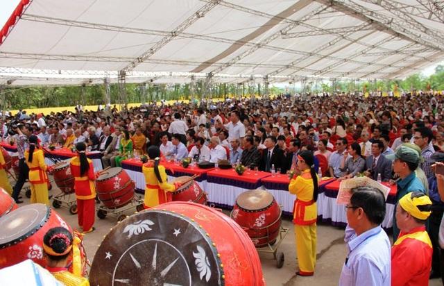 Đông đảo đại diện cho họ Trần các tỉnh, thành phố trên địa bàn cả nước và nước ngoài về tham dự buổi lễ