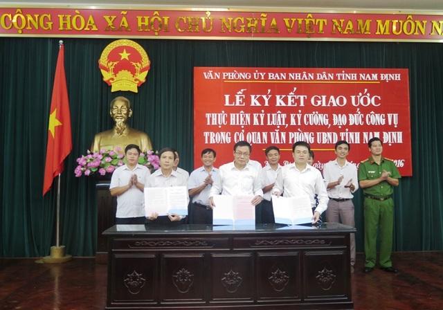 Văn phòng UBND tỉnh là cơ quan cấp Sở đầu tiên của Nam Định thực hiện việc ký kết