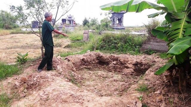 Hiện trường chôn trộm các tiểu sành chứa hài cốt người tại xã Thái Hưng, Thái Thụy, tỉnh Thái Bình