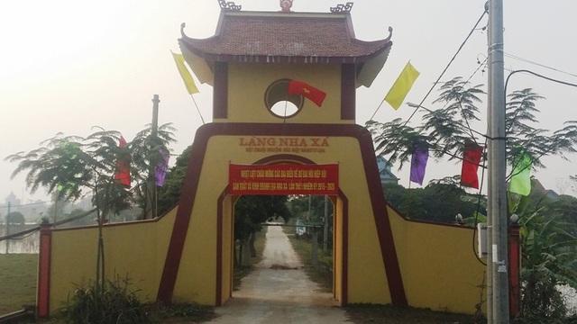 Cổng vào làng lụa Á hậu Nha Xá