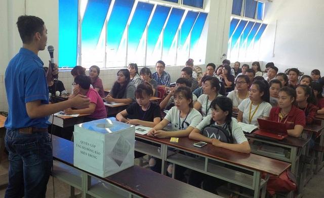 Sinh viên trường ĐH Quốc tế Hồng Bàng tổ chức đến từng lớp vận động quyên góp