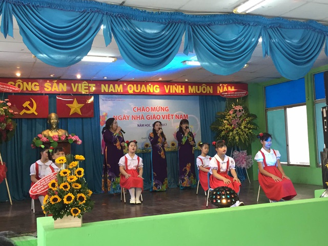 """Cùng các em học sinh thể hiện màn biểu diễn """"cây nhà lá vườn"""""""