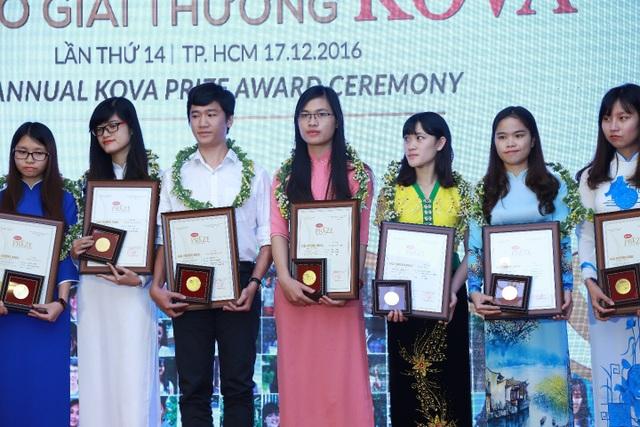 Các sinh viên nhận giải thưởng Kova lần thứ 14