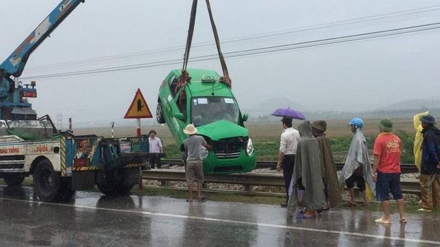 Hiện chiếc xe đã được cẩu đi khỏi hiện trường vụ tai nạn.