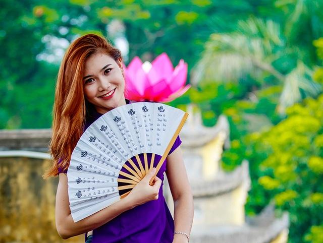 Hoa khôi trường Dược ngọt ngào trong áo dài tím mộng mơ - 9