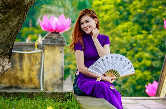 Hoa khôi trường Dược ngọt ngào trong áo dài tím mộng mơ - 8