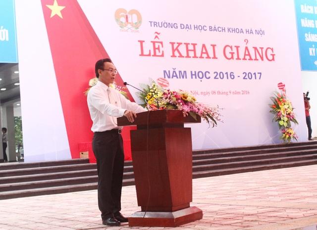 PGS. Hoàng Minh Sơn - Hiệu trưởng trường ĐH Bách khoa Hà Nội phát biểu tại lễ khai giảng