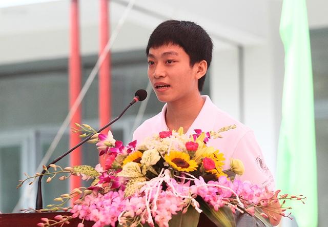 Thủ khoa kỳ thi tuyển sinh của Đại học Bách khoa năm 2016 - Trịnh Vĩnh Diệu chia sẻ trước toàn trường.
