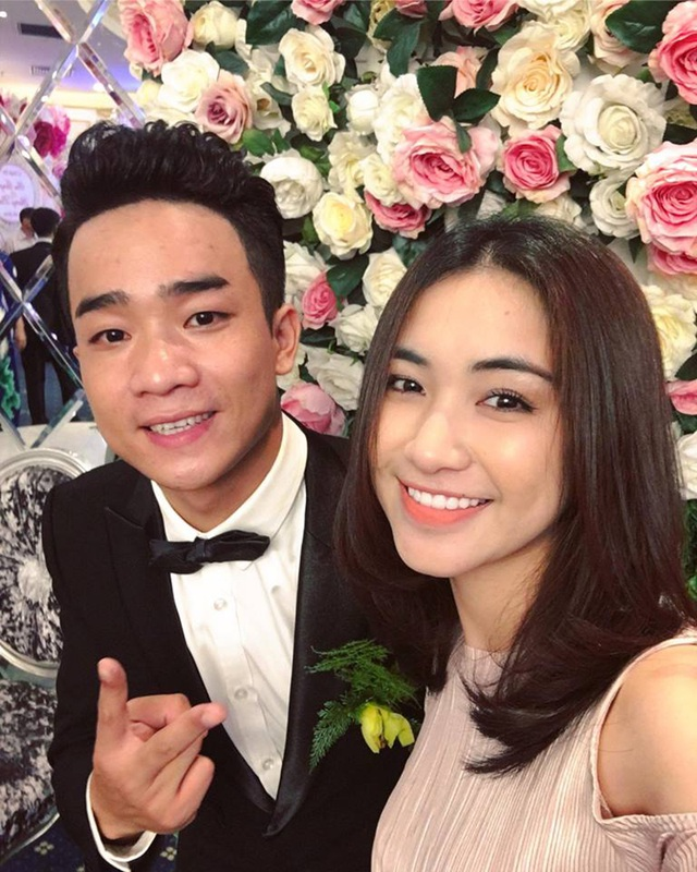 Ca sĩ Hòa Minzy - người cùng tham gia show Gương mặt thân quen với Đỗ Duy Nam đến dự đám cưới.