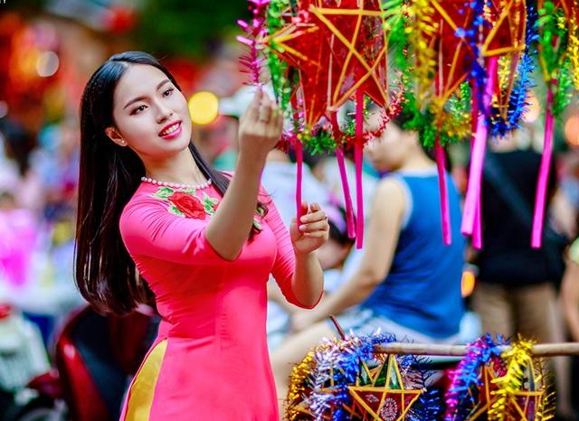 Dịp Trung thu 2016, Thảo đã thực hiện bộ ảnh này khi tham quan phố bán đồ chơi Hàng Mã.