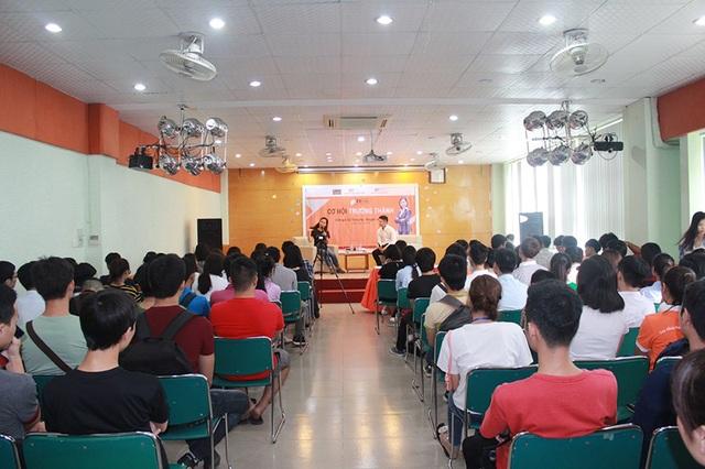 Buổi trò chuyện giữa nhà văn Trang Hạ và sinh viên