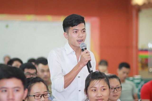 Các bạn sinh viên bàn luận về quan điểm sống với chị Trang Hạ.