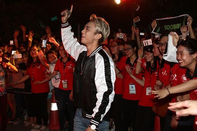 Có khá nhiều fan của Soobin ở ĐH Ngoại thương.
