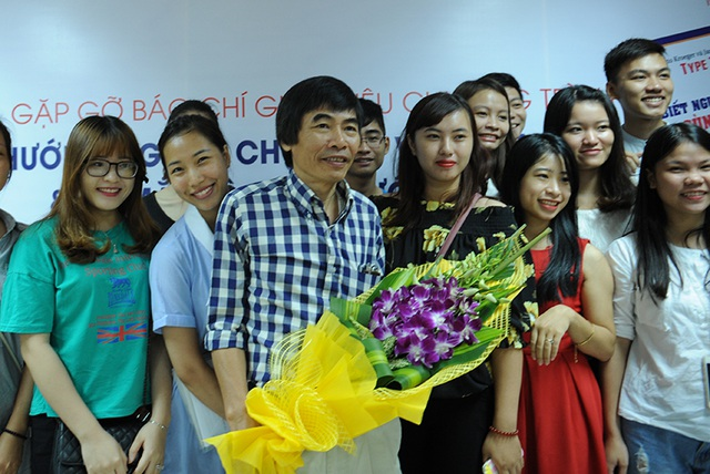 TS. Lê Thẩm Dương là giảng viên được rất nhiều sinh viên trên cả nước yêu mến.