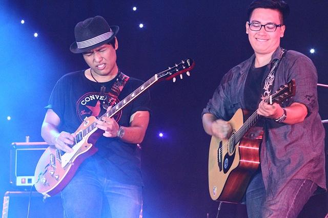 Câu lạc bộ guitar trường ĐH Phương Đông cũng đóng góp nhiều tiết mục.