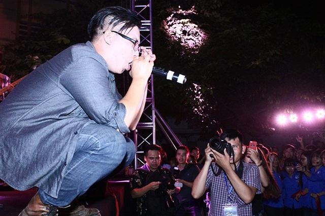 Sự nhiệt tình của các rocker thể hiện qua cách biểu diễn và giao lưu cùng khán giả.