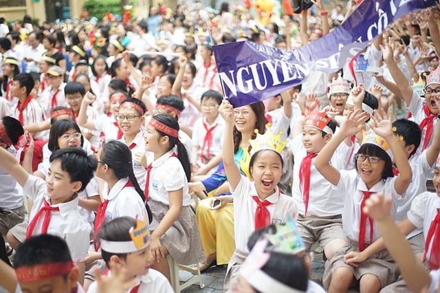 Học sinh dự lễ phát động cuộc thi giải Toán ViOlympic.