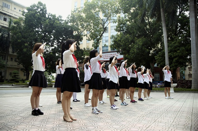 Chào cờ thứ 2 hàng tuần là ''đặc sản'' riêng của sinh viên trường Báo