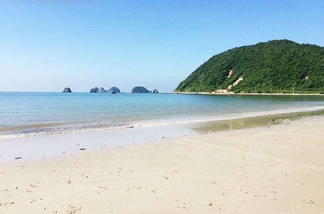 Đảo Ngọc Vừng xinh đẹp cách đất liền khoảng 30km.
