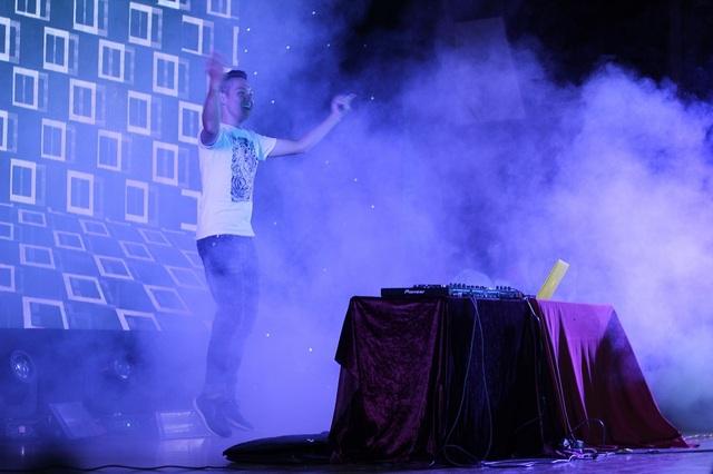 DJ Mix - C mở đầu đêm Đại nhạc hội với màn trình diễn vô cùng sôi động