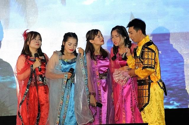 Soobin và Hương Giang Idol cháy hết mình với sinh viên Báo chí - 7