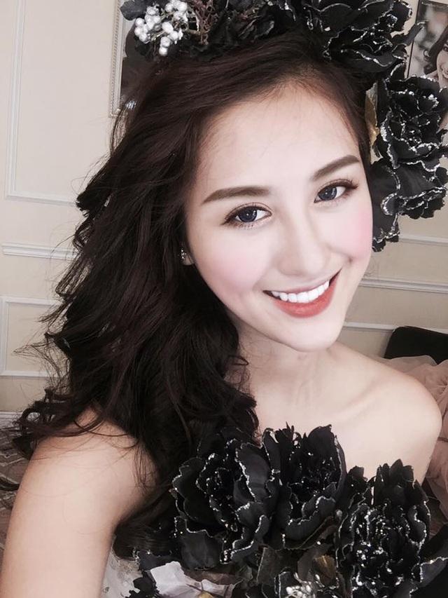 Nụ cười duyên dáng của hot girl Hà thành.