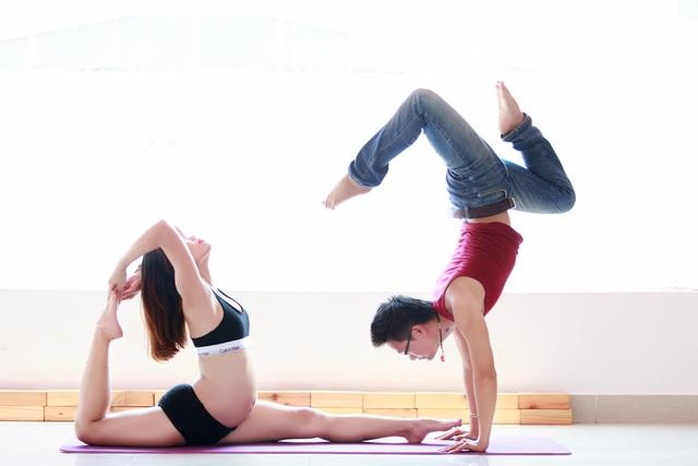 Chuyện tình của cặp đôi này rất bình dị nếu không nhắc đến mặt thành tích mà hai bạn đã gặt hái được trong lĩnh vực này. Hai vợ chồng vẫn thường dành thời gian tập luyện các bài biểu diễn Yoga cùng nhau. Cho đến khi chị Ngọc Anh mang bầu thì tạm ngừng. Hiện nay, chị Ngọc Anh vẫn tập Yoga nhẹ nhàng dành cho bà bầu. Hai anh chị mong rằng sau này con cái cũng sẽ yêu thích Yoga, tuy nhiên sẽ tôn trọng sở thích của bé.