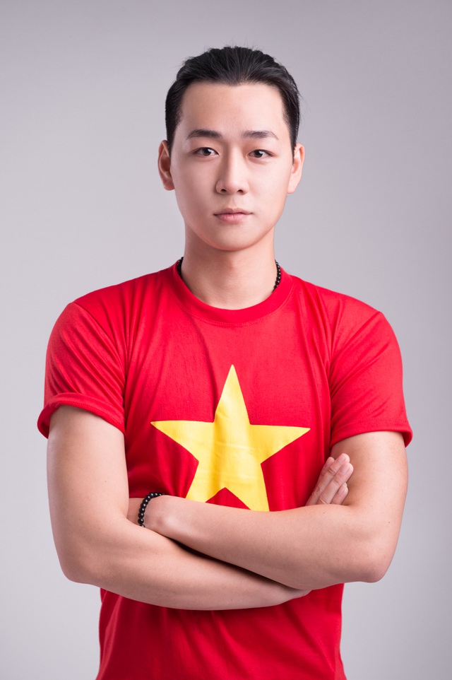 Hình ảnh lá cờ Tổ quốc được các bạn trẻ đưa đến nhiều vùng đất, quốc gia trên thế giới, tất cả cùng nhau quyết tâm đưa hình ảnh Việt Nam đến gần hơn với bạn bè quốc tế.